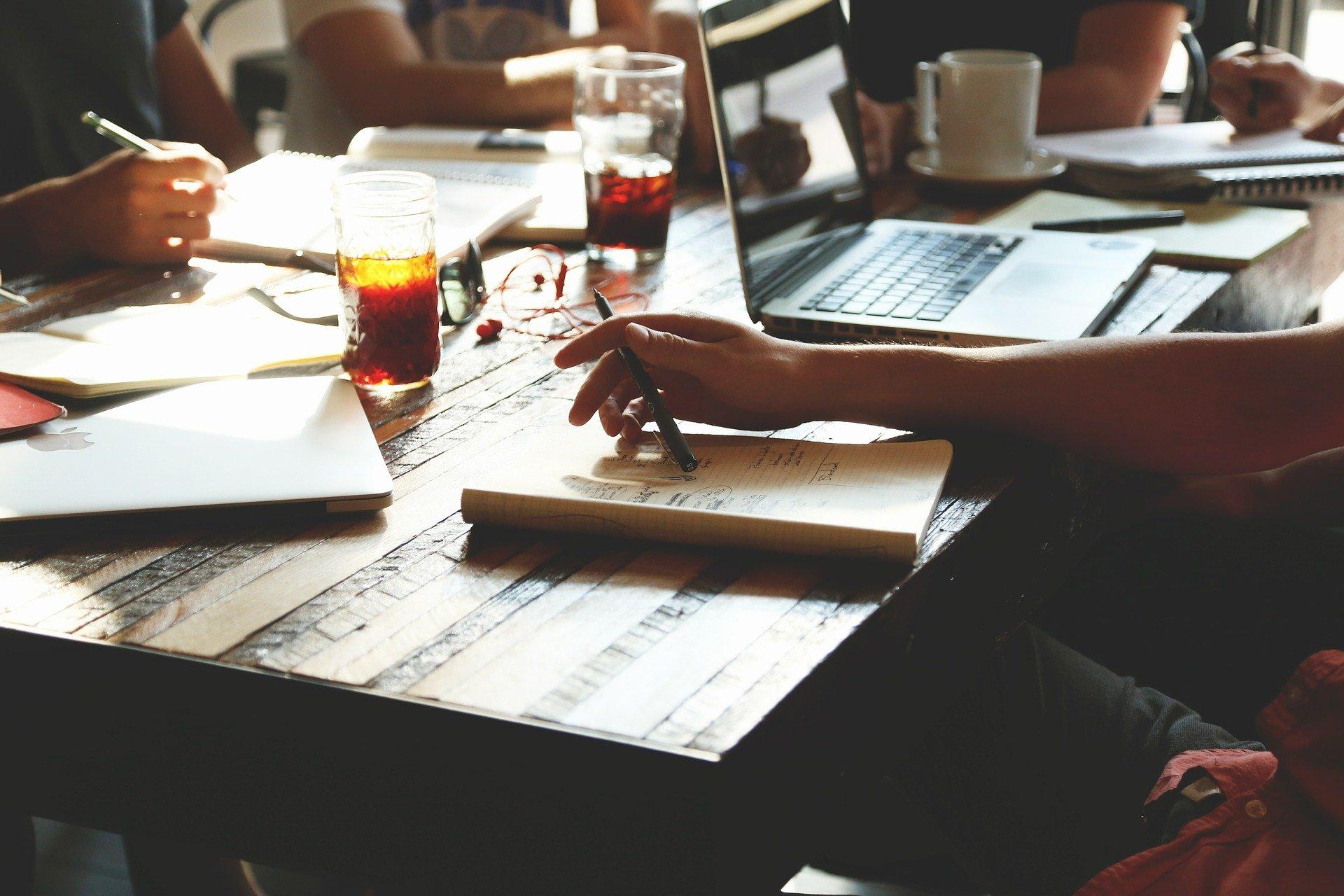 """Przedsiębiorcy zainteresowani inwestowaniem w start-upy. """"Klienci mówią, że to droga do bycia milionerem"""""""